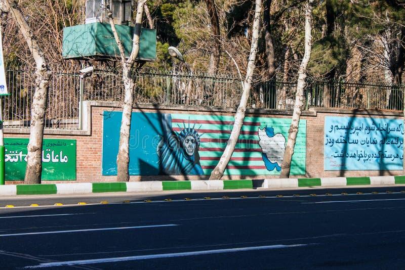 Pinturas murais em paredes da antiga embaixada dos E.U. foto de stock royalty free