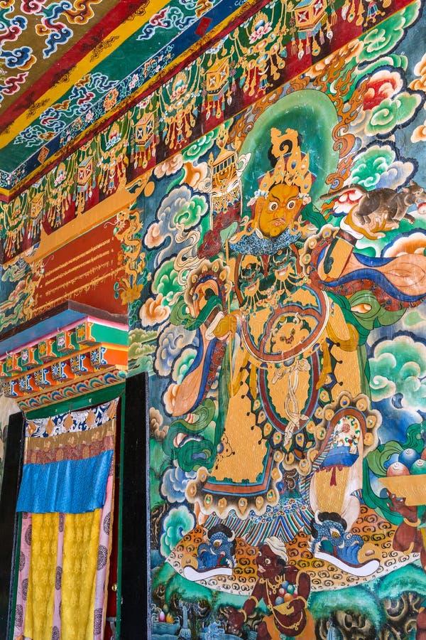 Pinturas murales en el templo budista del monasterio de Rumtek en Gangtok, la India imagen de archivo