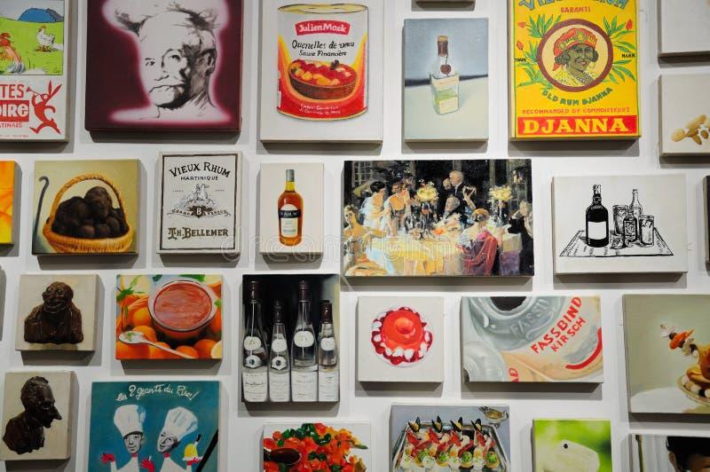Pinturas na exposição fotografia de stock