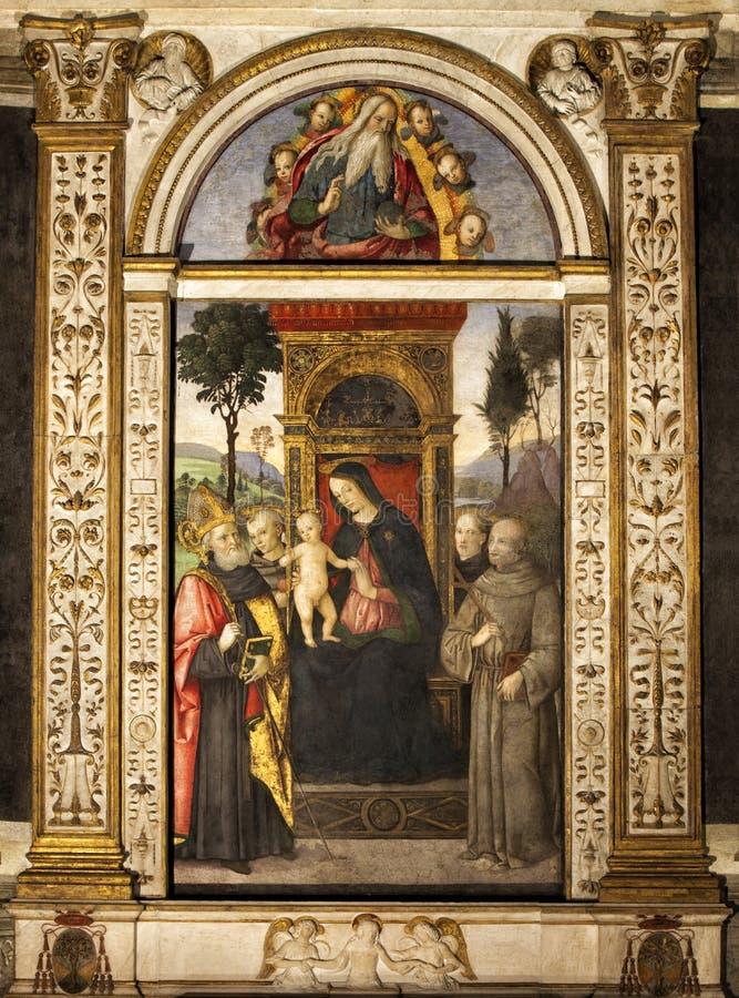 Pinturicchio Madonna e bambino messi sul trono con i san Santa Maria del Popolo Belle vecchie finestre a Roma (Italia) immagini stock