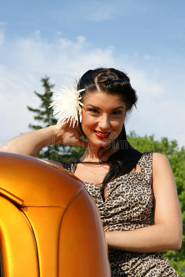 Pinup bonito da jovem mulher foto de stock royalty free