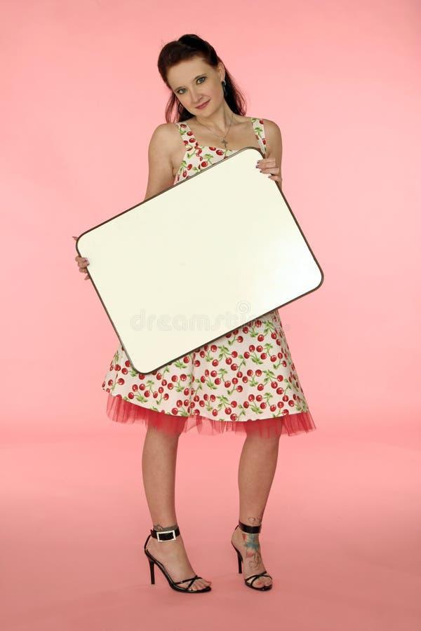 Pinup Frau in einem Kirschkleid stockfoto