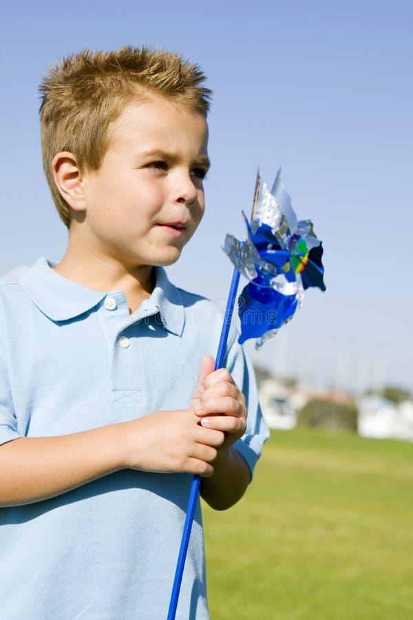 pinwheel мальчика стоковое фото