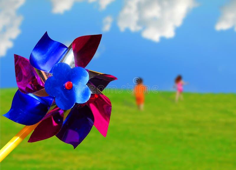Pinwheel et enfants courants photos libres de droits