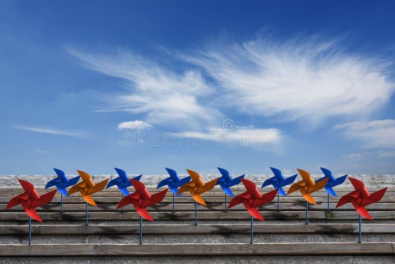 Pinwheels και ουρανός στοκ εικόνα