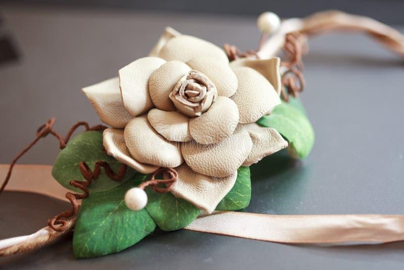 Pinza de pelo de la flor para la novia fotos de archivo libres de regalías