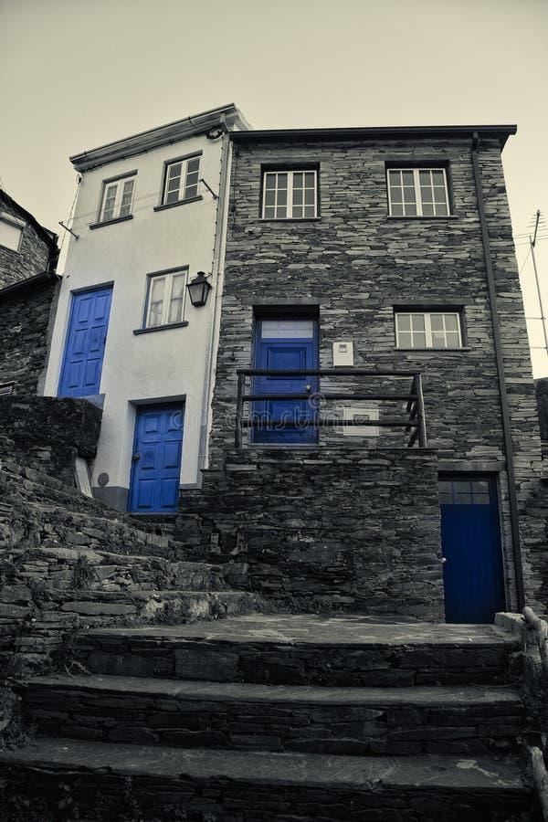 Piodao är en mycket gammal liten bergby, i Arganil, Portugal royaltyfri fotografi
