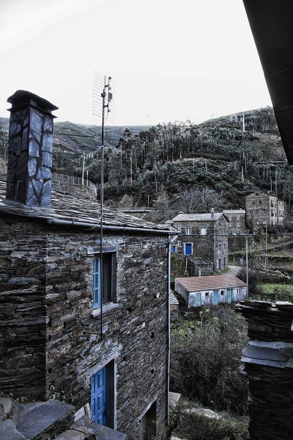 Piodao är en mycket gammal liten bergby, i Arganil, Portugal royaltyfria foton