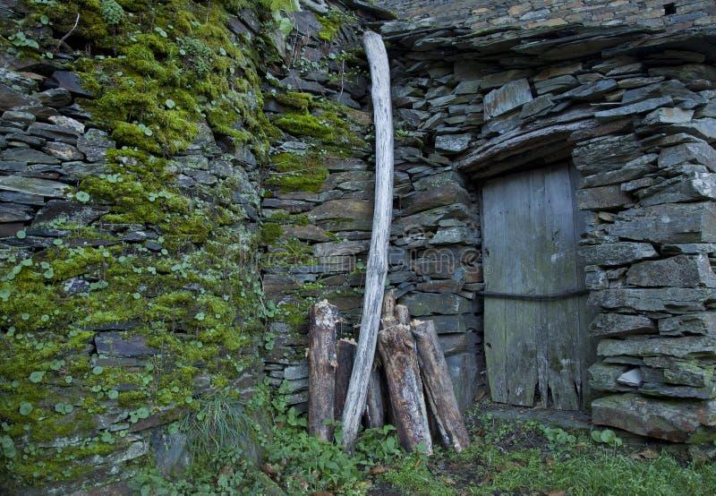 Piodao är en mycket gammal liten bergby, i Arganil, Portugal arkivfoton