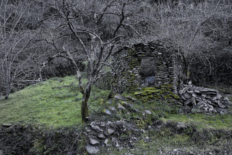 Piodao är en mycket gammal liten bergby, i Arganil, Portugal royaltyfria bilder