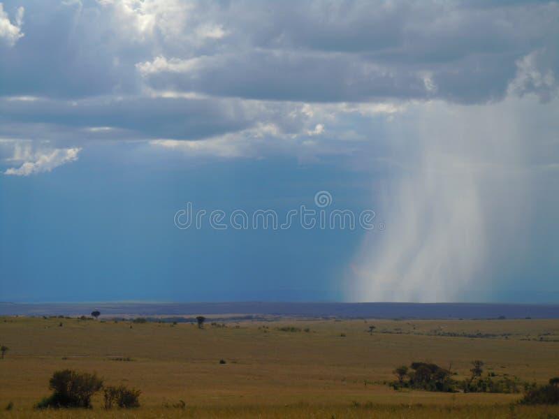 Pioggia che cade dal cielo immagini stock libere da diritti