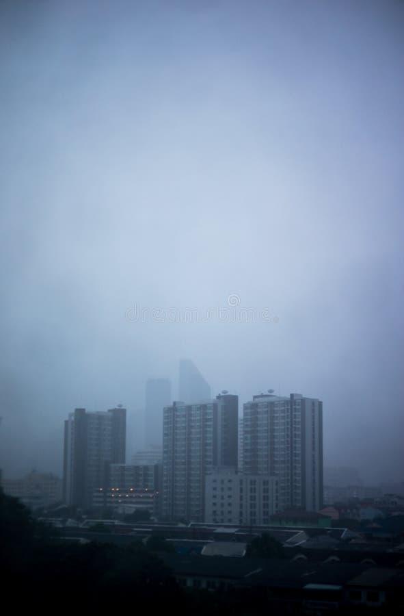 Pioggia persistente e nebbia immagini stock
