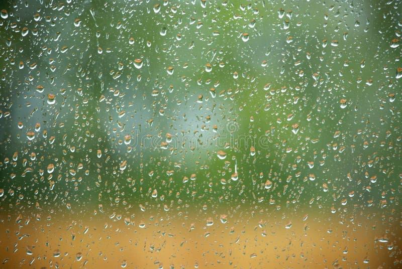 Pioggia sulla finestra immagini stock