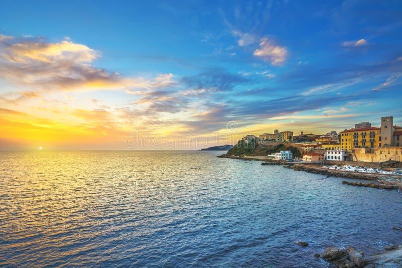 Piombino-Sonnenuntergangansicht von Marktplatz bovio Toskana Italien lizenzfreies stockbild