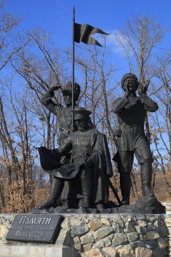 Pioneros de los cosacos del monumento foto de archivo