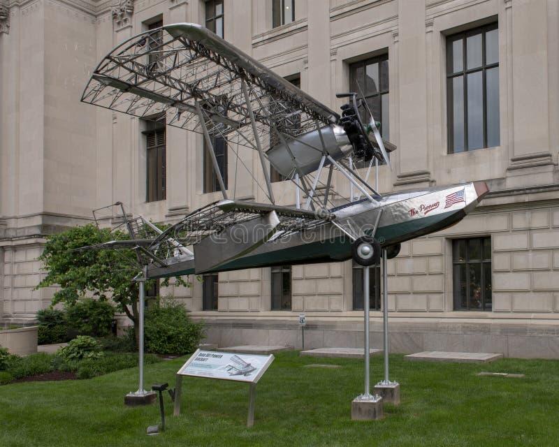 Pionier-Flugzeuge Budd BB-1 vor Franklin Institute, Philadelphia, Pennsylvania lizenzfreies stockbild