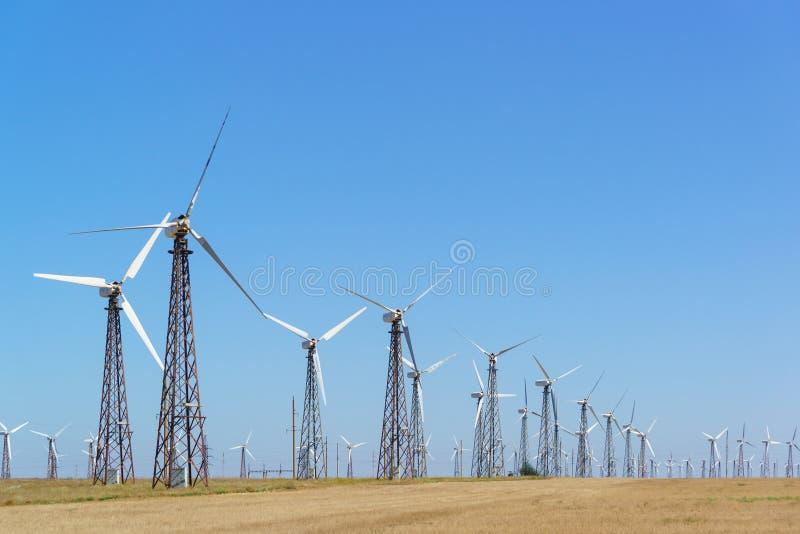 Pionowe elektrownie wiatrowe VES z skrzydłami samolotu na Krymie fotografia royalty free