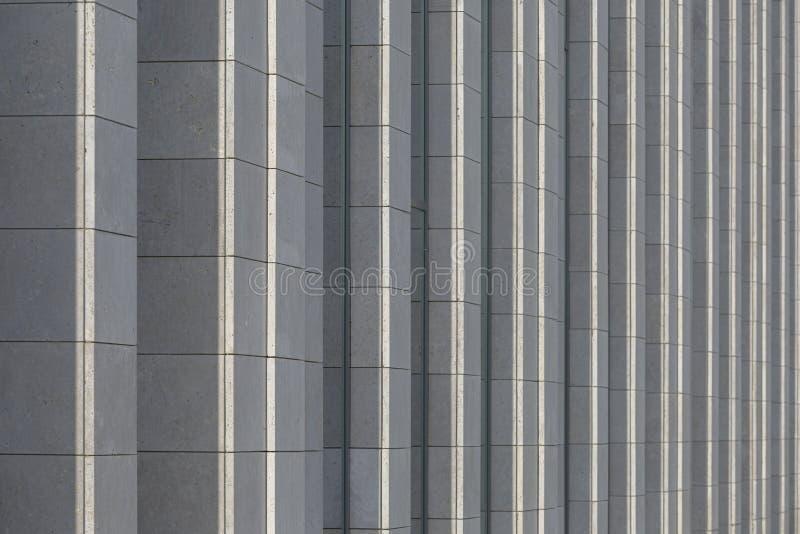 Pionowo architektura elementy nowożytny budynek jako tło Zmroku stonowany wizerunek zdjęcia royalty free