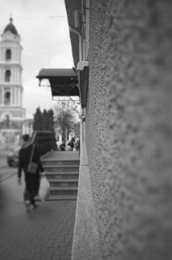 Pionowo czarny i biały miasto ściany tła uliczny hd fotografia stock