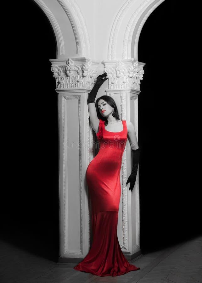 Zmysłowa dziewczyna z rewolucjonistki suknią obraz royalty free