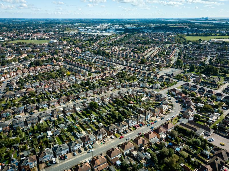 Pionowo panoramiczny widok z lotu ptaka podmiejscy domy w Ipswich, UK Orwell rzeka w tle Ładny słoneczny dzień obrazy stock