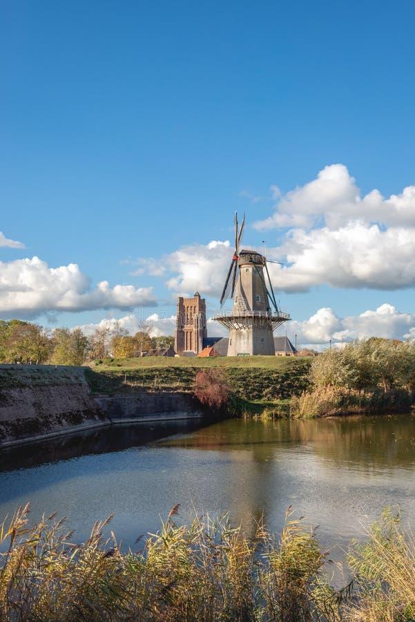 Pionowo wizerunek Holenderski warowny miasto Woudrichem w prowincji Brabant na słonecznym dniu w jesieni zdjęcia royalty free