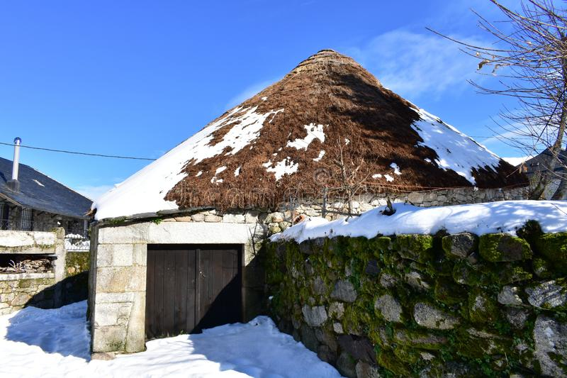 Piornedo, Ancares, Galicia, Spain. Ancient snowy palloza house made with stone and straw. Mountain village, winter and snow. Piornedo, Ancares Region, Lugo stock photos