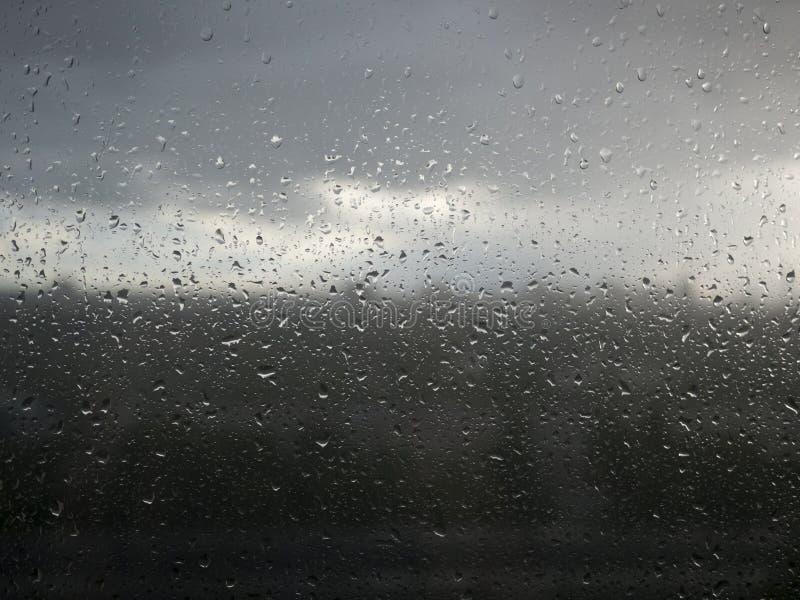 Piova le gocce fotografie stock libere da diritti