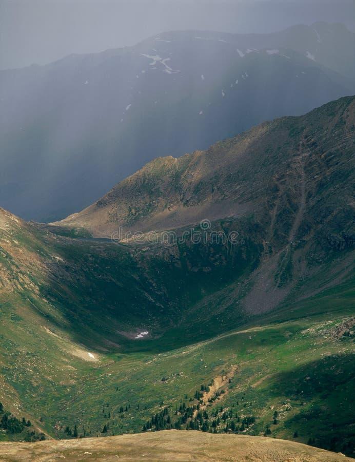 Piovosità nella regione selvaggia massiccia del supporto, dalla sommità del picco 13500, Colorado immagine stock