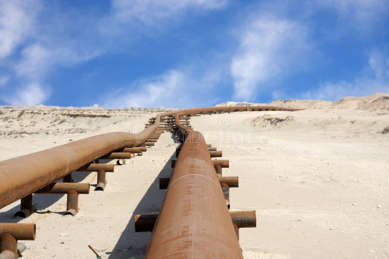 pipeline för bahrain ökenolja arkivfoto