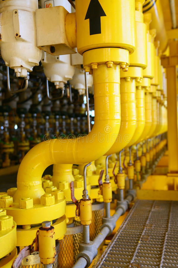Free Pipelines Constructions On The Production Platform, Production Process Of Oil And Gas Industry, Piping Line On The Platform Stock Photos - 62520043