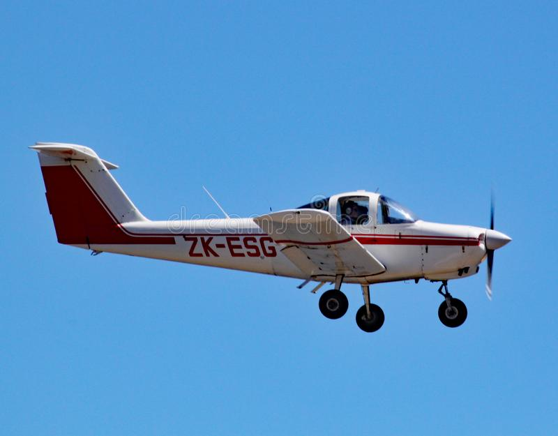 Piper PA-38-112 Tomahawk comes in to land at Wellington airport, New Zealand royalty free stock images