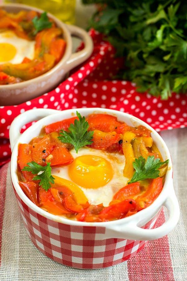 Piperade Basque do prato com pimentas e tomates imagem de stock royalty free