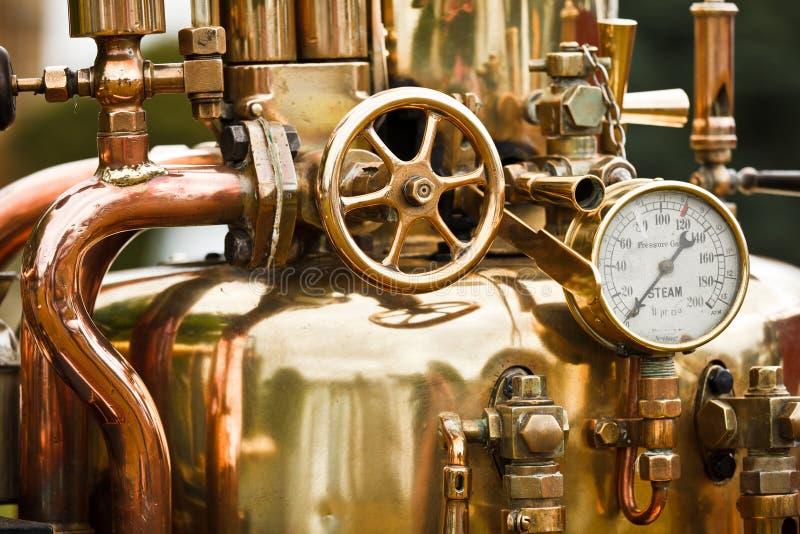 Pipes de laiton de machine à vapeur images stock