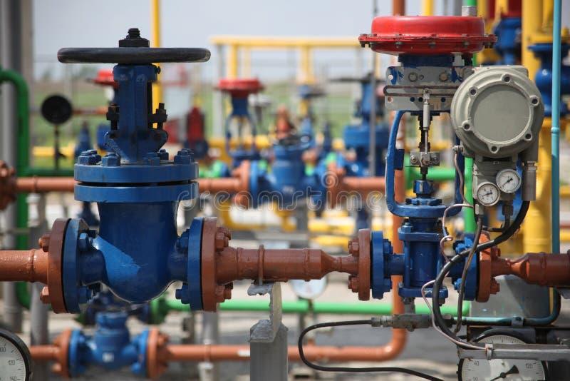 Pipes de raffinerie de gaz images libres de droits