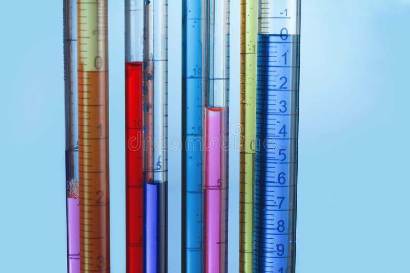 Pipette calibrate in laboratorio immagini stock