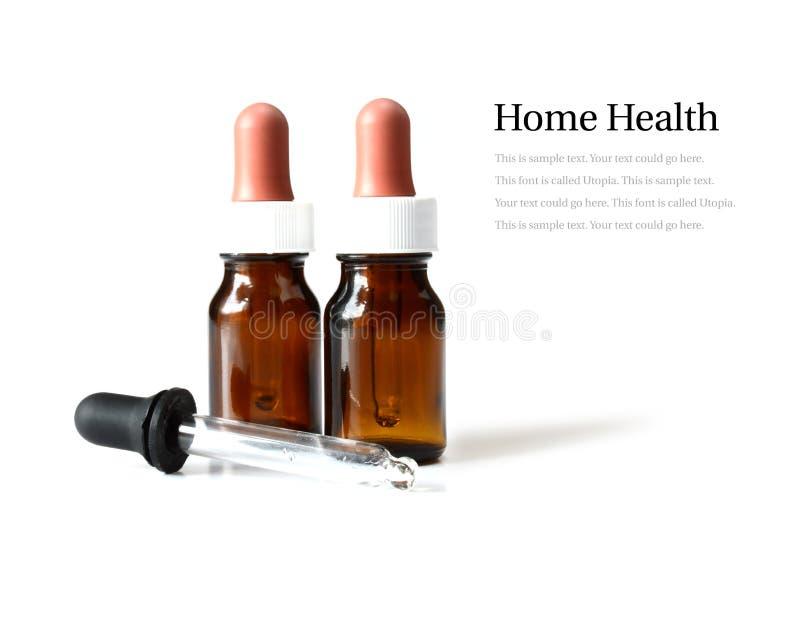 Pipette och bruna medicinflaskor royaltyfri foto