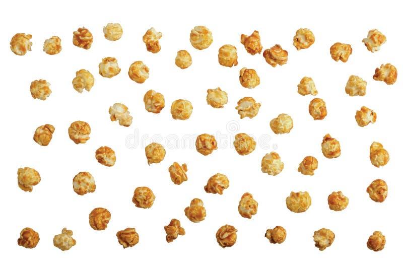 Pipoca doce dispersada do caramelo isolada no branco imagem de stock royalty free