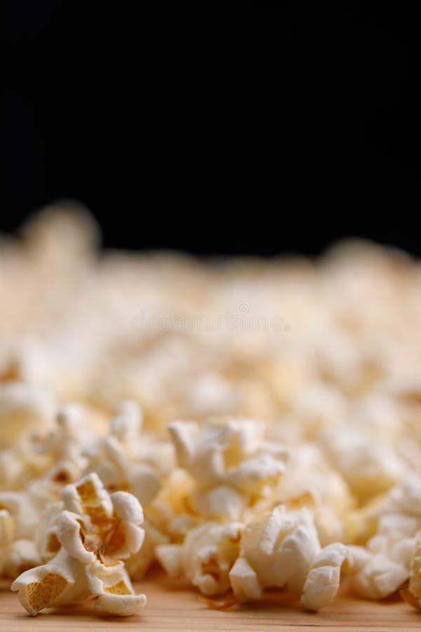 Pipoca no close-up da tabela Oscar Film Academy Concept Petiscos e alimento para olhar o filme foto de stock