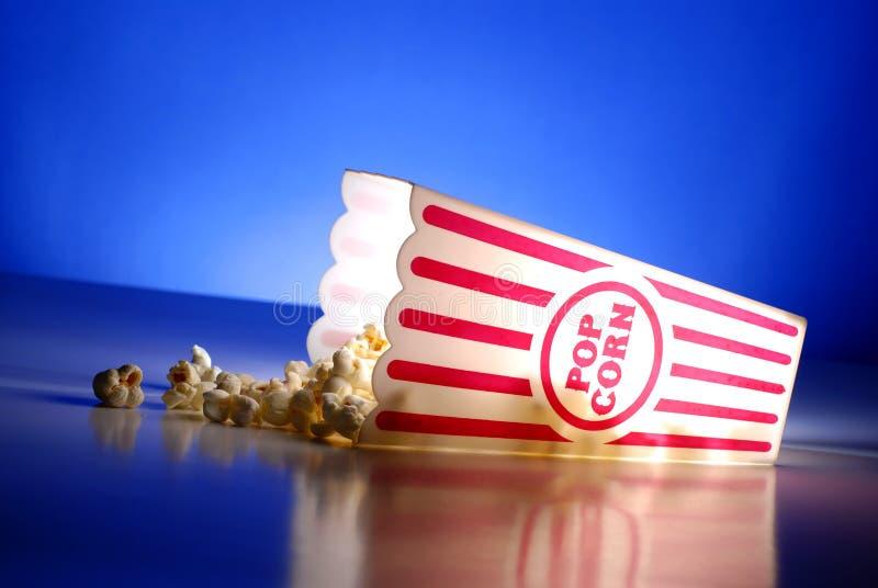Pipoca nos filmes imagens de stock