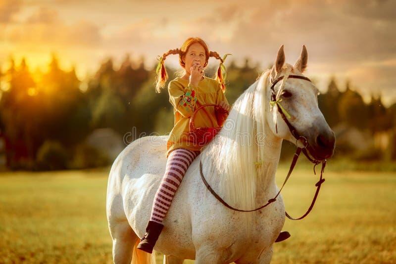 Pippi Longstocking met haar paard royalty-vrije stock foto