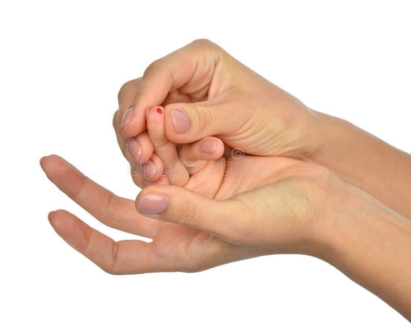 Piqûre de doigt pour le sucre de glucose mesurant l'analyse de sang de niveau photos stock