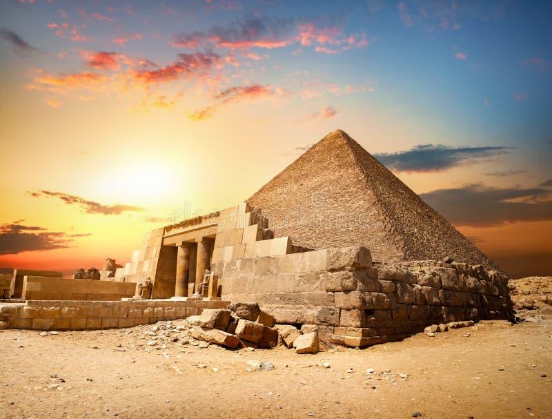 Pirámide arruinada de Cheops imagen de archivo