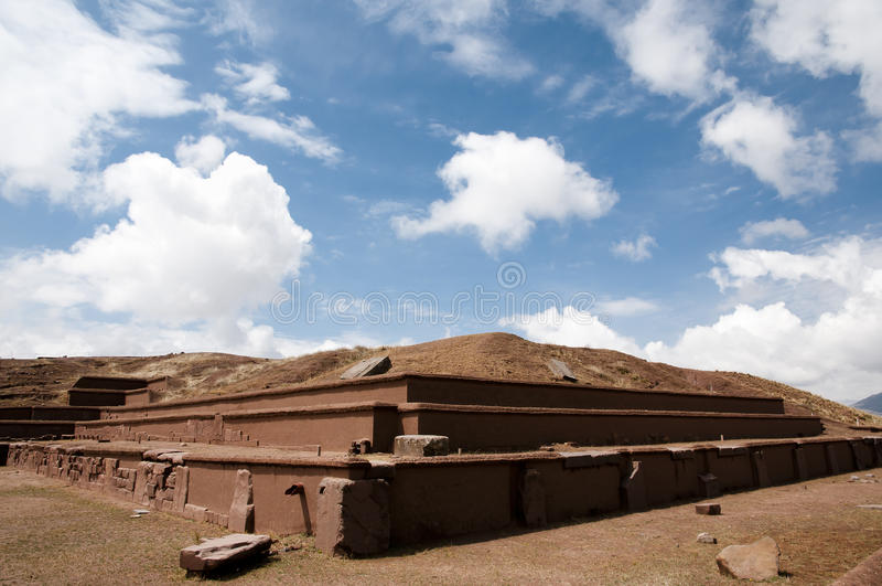 Pirámide de Akapana - Tiwanaku - Bolivia foto de archivo