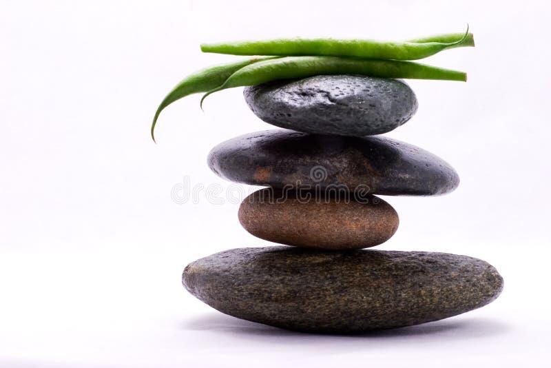 Pirámide de alimento - habas verdes foto de archivo libre de regalías