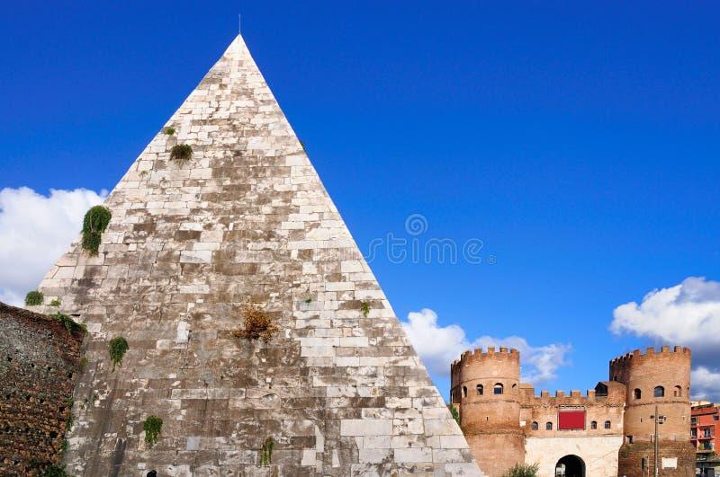 Pirámide de Cestius, Roma foto de archivo