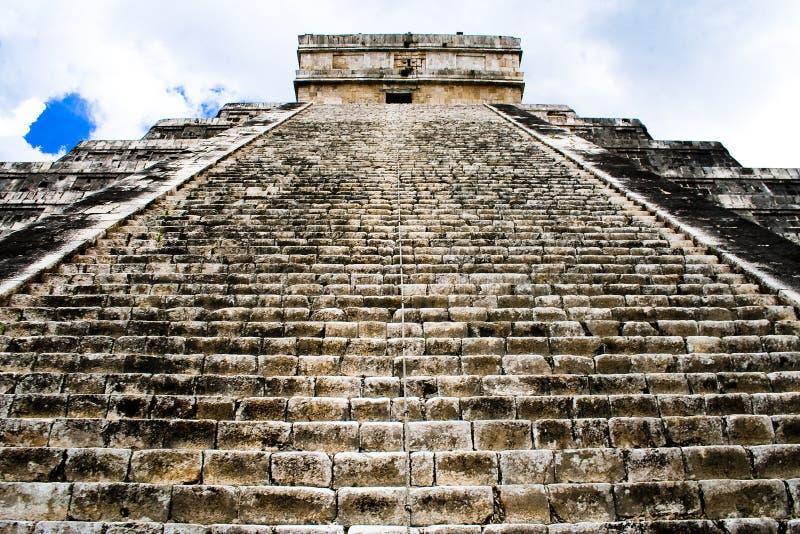 Pirámide de Chichen Itza, México imagenes de archivo