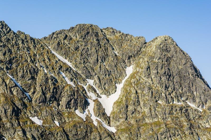 Pirámide de la cumbre del pico de montaña en el Tatras - el Swinica Svinica imagenes de archivo