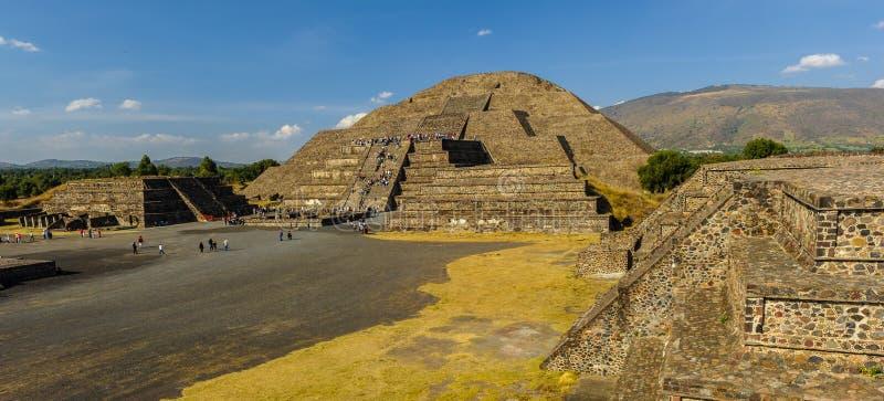 Pirámide de la luna imagen de archivo libre de regalías