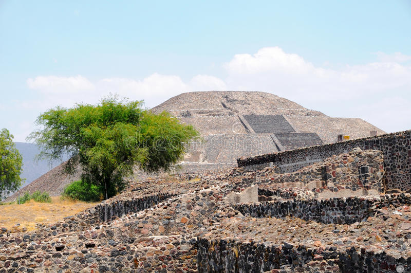 Pirámide de la luna. Ciudad de Teotihuacan, México fotografía de archivo libre de regalías